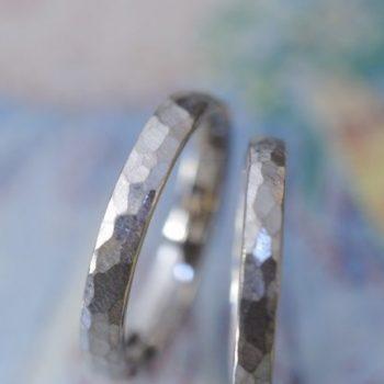 〔結婚指輪〕槌目の結婚指輪