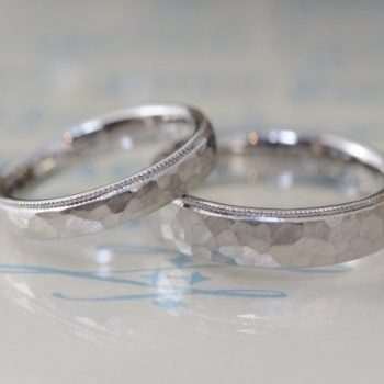 〔結婚指輪〕槌目とミルグレイン