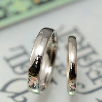 シャンパンホワイトの鏡面オーダーメイド結婚指輪