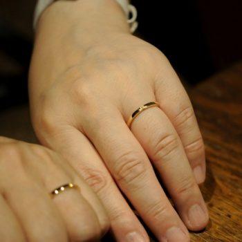 〔結婚指輪〕三面ダイヤのウェーブ