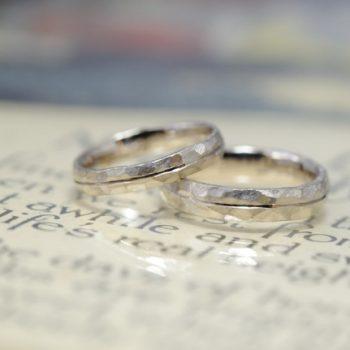 鎚目とラインの結婚指輪