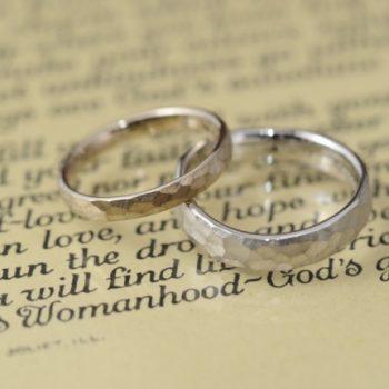 緩やか鎚目の結婚指輪
