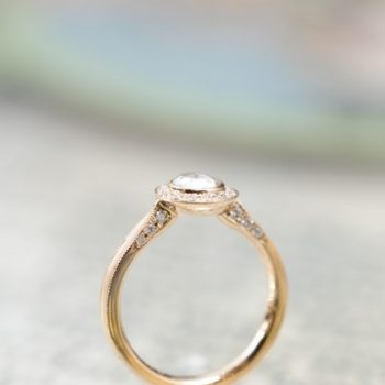 ローズカットダイヤモンドのエンゲージリング