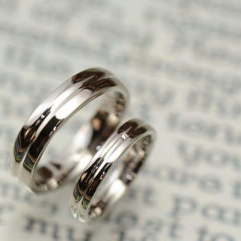 結婚指輪 内側に誕生石を