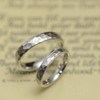 結婚指輪 プラチナ鎚目とミルグレイン