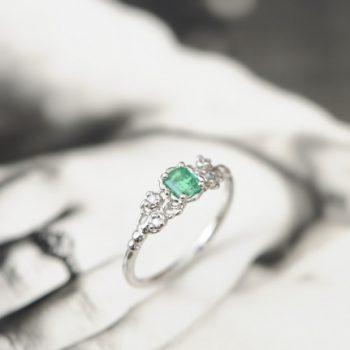 エメラルドの指輪 と本日は18時まで