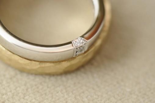 鎚目マットと鏡面プラチナのオーダーメイド結婚指輪
