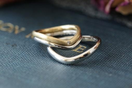 V字の2連タイプオーダーメイド結婚指輪