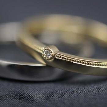 ゴールドとミルグレインのダイヤ付きオーダーメイド結婚指輪