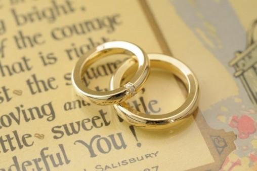 ボリュームたっぷりのゴールドのオーダーメイド結婚指輪