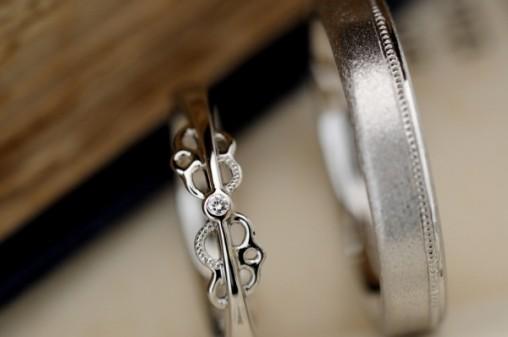 プラチナのレースモチーフのオーダーメイド結婚指輪
