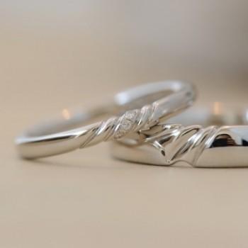 カーヴィングデザインのオーダーメイド結婚指輪