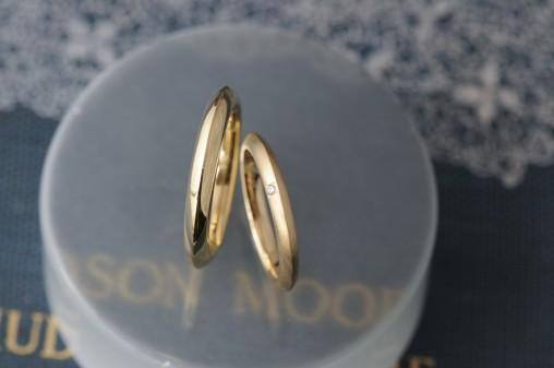トライアングルタイプのオーダーメイド結婚指輪
