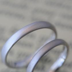 プラチナとシャンパンコンビの結婚指輪