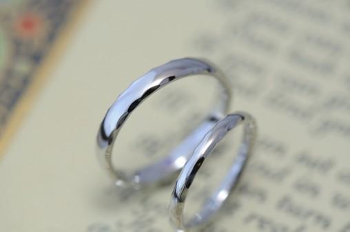 細身角鎚目の結婚指輪