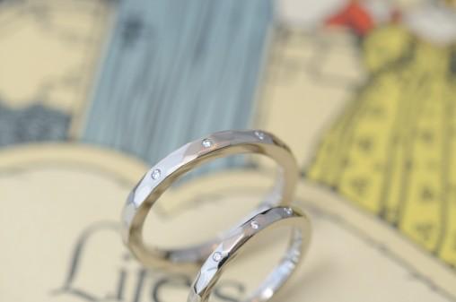 鏡面鎚目の結婚指輪