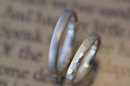 鎚目とコンビの結婚指輪