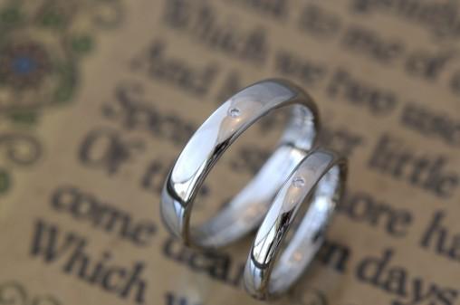 プラチナの鏡面仕上げ結婚指輪