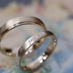 ローズゴールドのビンテージ風結婚指輪