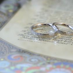 プラチナの鎚目結婚指輪
