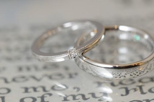 プラチナとミルグレインとダイヤの結婚指輪