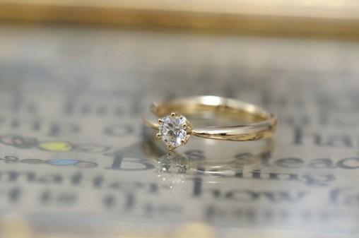ソリテールイエローゴールドの婚約指輪