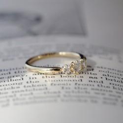 3ピースストーンの婚約指輪