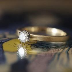 襞襟コンビの婚約指輪