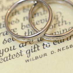 ホワイトゴールドの結婚指輪