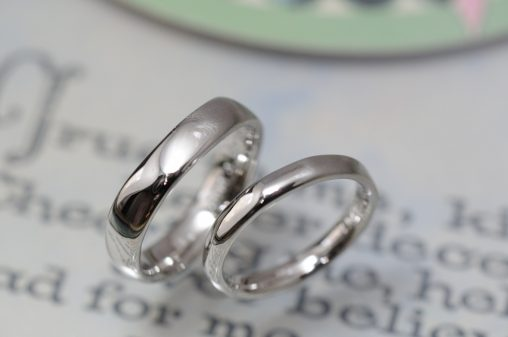 プラチナラフVライン結婚指輪