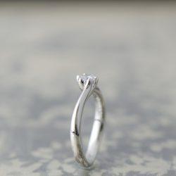 プラチナウェーブ婚約指輪