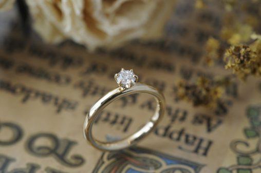 ソリテールゴールドの婚約指輪