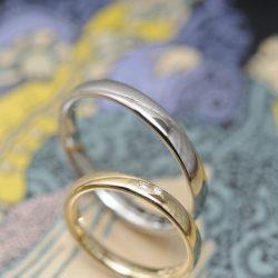 プラチナゴールドとサンドブラストの結婚指輪