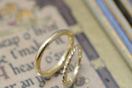 ゴールドのツイスト結婚指輪