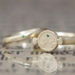 印台リングとエメラルドの結婚指輪