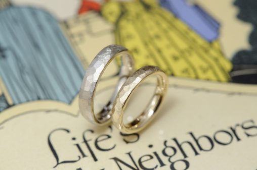 ゴールドとシャンパンの鎚目加の工オーダーメイド結婚指輪