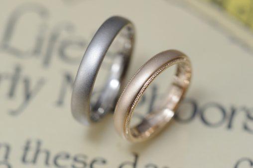ホワイトとローズゴールドとサンドブラストのオーダーメイド結婚指輪