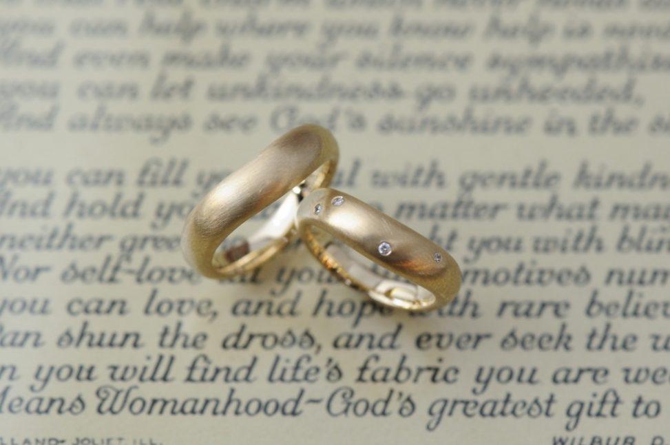 ボリュームありポルカドッツダイヤのオーダーメイド結婚指輪