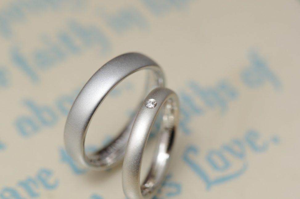 サンドブラストのシンプルなオーダーメイド結婚指輪