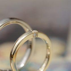 3石ダイヤのクラシカルなオーダーメイド結婚指輪