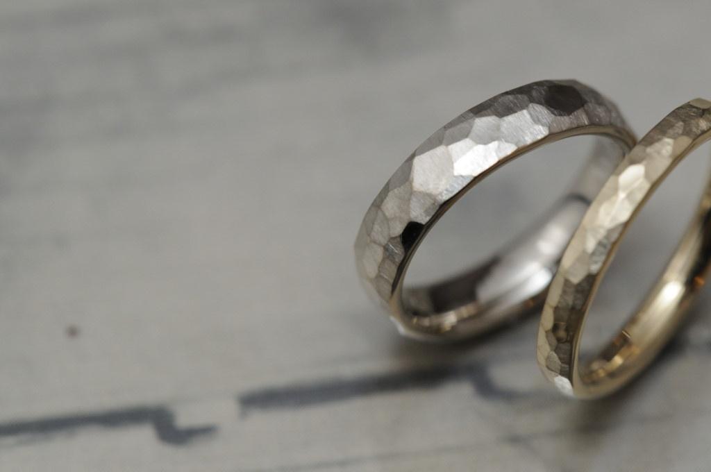 マット鎚目のオーダーメイド結婚指輪