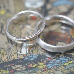 プラチナとミルグレインのシンプルなオーダーメイド結婚指輪