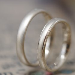 シャンパンゴールドとサンドブラストのオーダーメイド結婚指輪