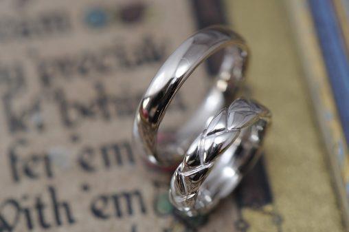 三つ編みカーヴィングのオーダーメイド結婚指輪