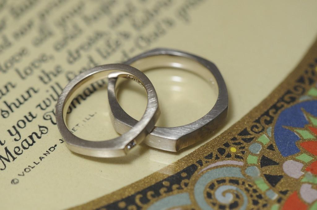 六角形のオーダーメイド結婚指輪