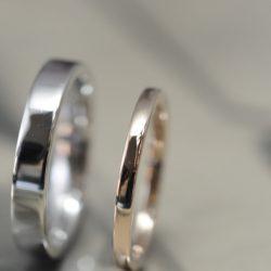 シンプルピンクとプラチナのオーダーメイド結婚指輪