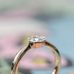シャンパンゴールドゴールド八角形のローズカット婚約指輪