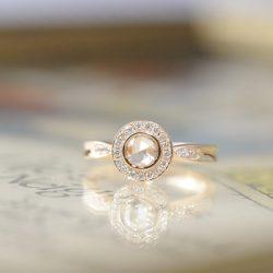 ローズゴールドのローズカットダイヤモンド婚約指輪