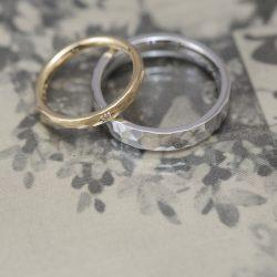 マット鎚目と鏡面鎚目のオーダーメイド結婚指輪