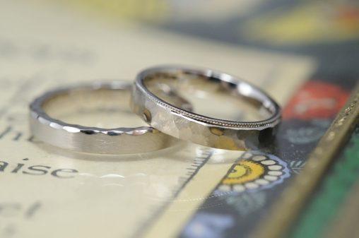 平打ち鎚目のオーダーメイド結婚指輪
